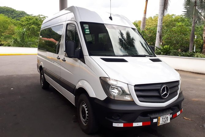 Transfer from Liberia Airport (LIR) to Riu Palace Hotel in Guanacaste