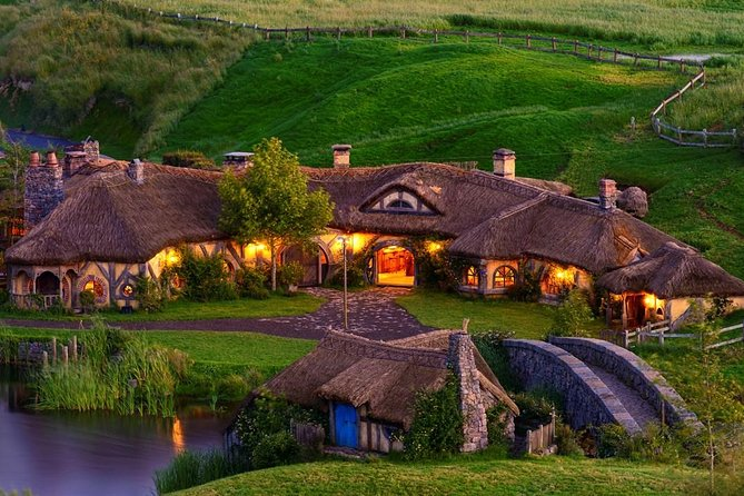 2 Day Waitomo Caves, Hobbiton Movie Set and Rotorua Tour from Auckland photo 4