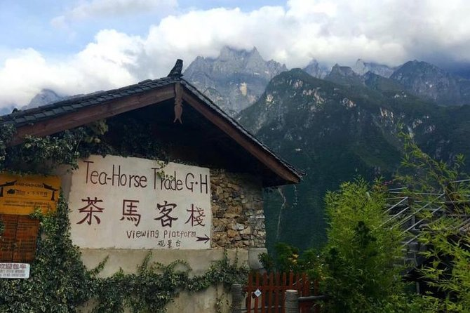 Classic 2-Day Tiger Leaping Gorge Hiking Group Tour from Lijiang photo 2