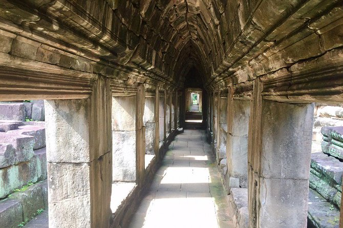 Angkor Wat Tour by Car and Expert Tour Guide photo 2