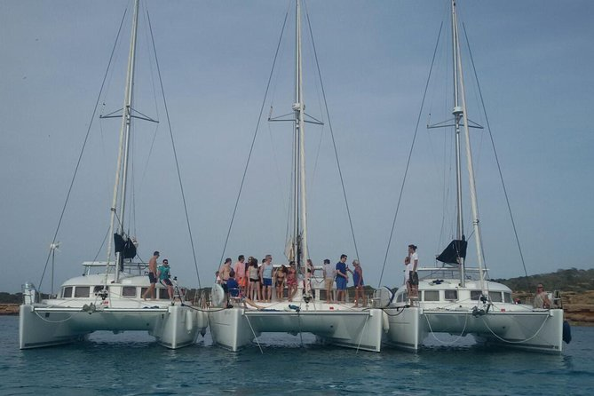 Have all your friends together sailing on several catamarans