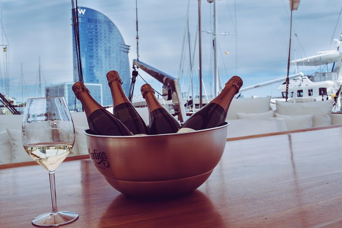 Afterwork snack in the boat, 15-45 people | From 75€/pax