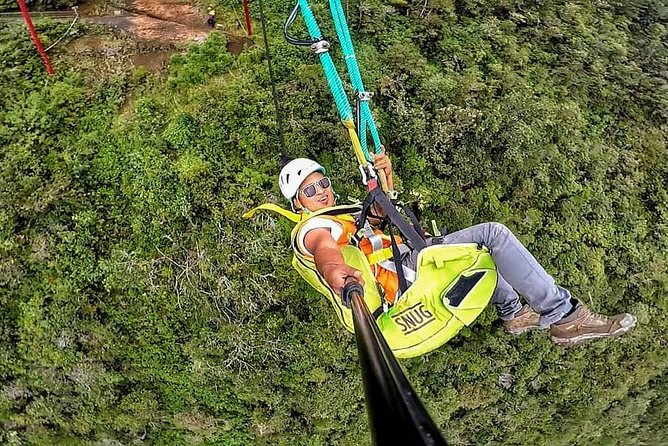 WORLD'S MOST GIANT AND EXTREME COLUMPUS 60 m FLIGHT AT 2500 m ALTURA BAÑOS