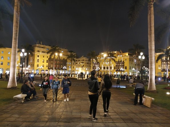 Lima by night with an expert guide! photo 6