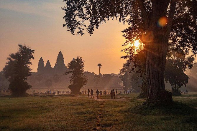 Sunrise Angkor Tour by Car and Expert Guide photo 1