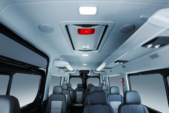 Jordan Tour ; Minivan