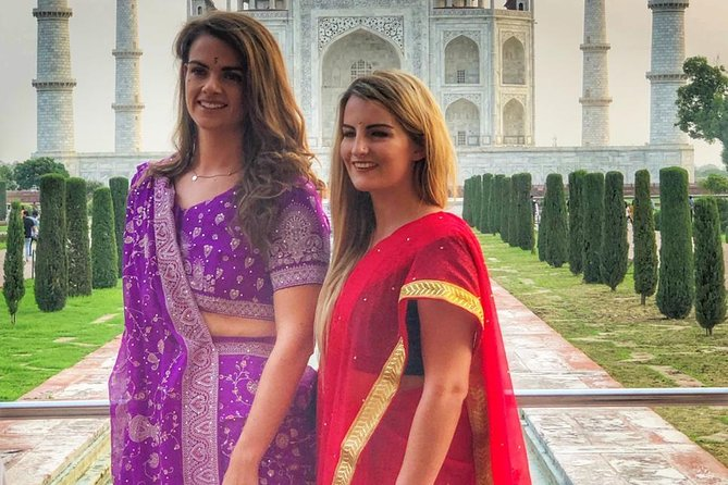 Taj Mahal Tour With Traditional Indian Saree