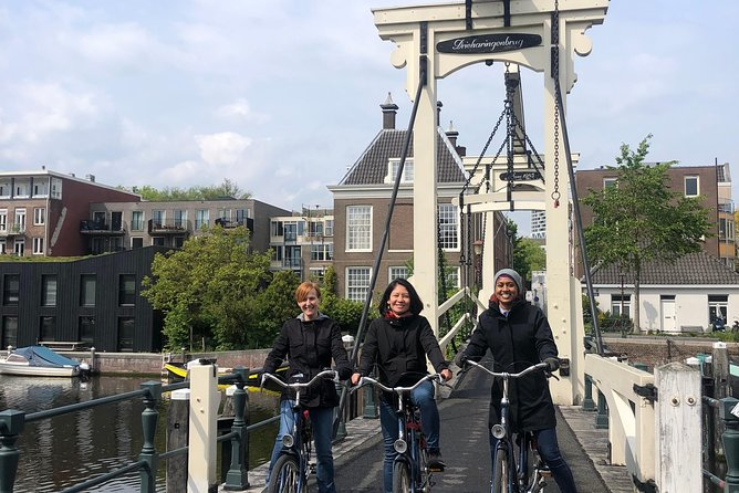 Private Amsterdam Bike Tour with a local guide (also for families)