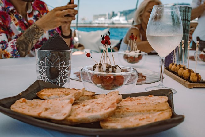 Afterwork snack in the boat, 15-45 people | From 75€/pax photo 7