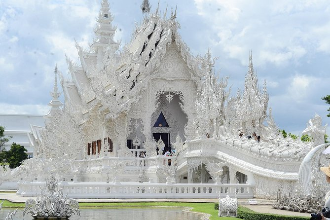 2 Days The art of Temple Chiangrai.