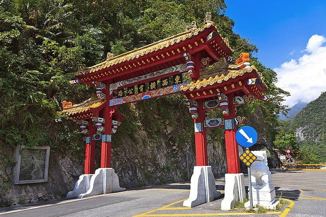 Taroko Gorge One Day Private Tour from Taipei by Train photo 1