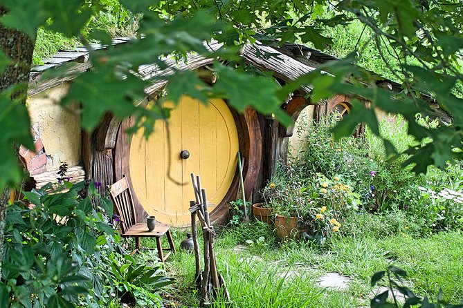 "PRIVATE TOUR OF LORD OF RINGS MOVIE SET "" HOBBITON """