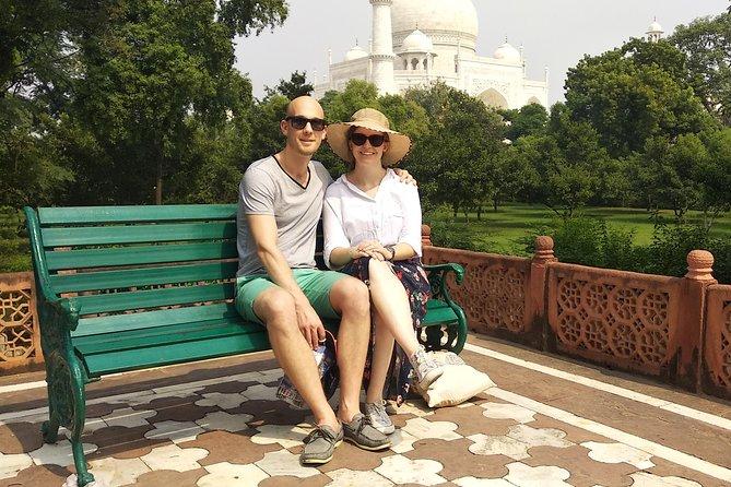 Skip the Line Entrance Ticket of Taj Mahal and Tour