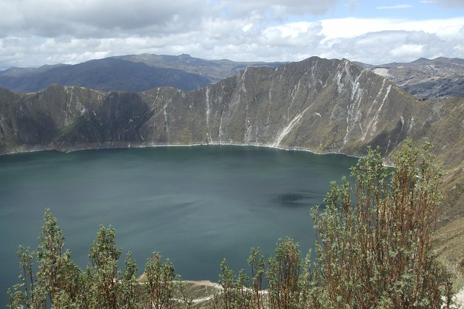 Quilotoa Lagoon and Baños City in 2 days