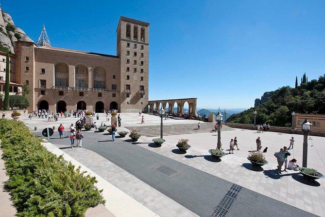 Montserrat Tour, Lunch & Caves