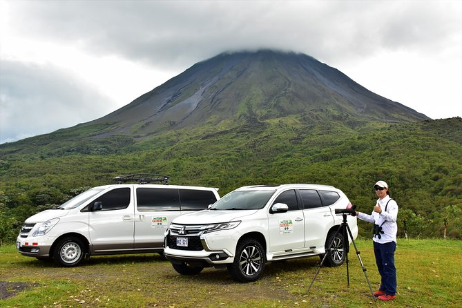 Arenal Volcano Hike: Best tour for Families with kids| Small Groups 8 Max