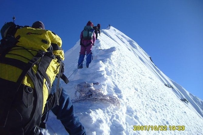 Island Peak Climbing 6160 meters for 21 Days