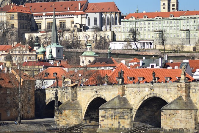 Prague city tour by walk, bus and boat in 3 hours