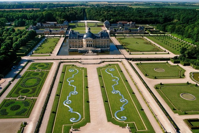VAUX-LE-VICOMTE- private day-trip (pickup and dropoff at/to your hotel in Paris)