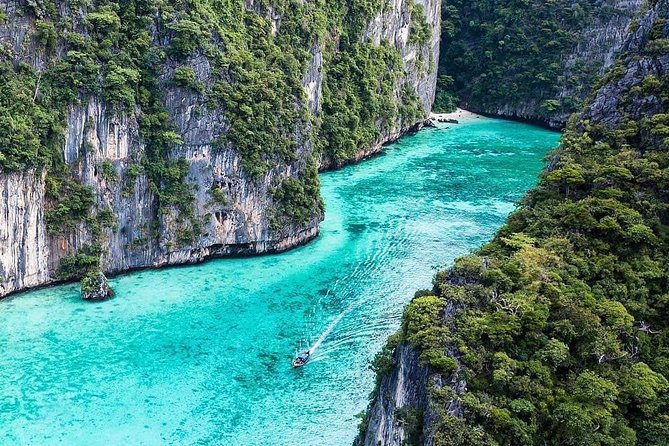 All-Inclusive Sunrise Speedboat Tour: Phi Phi, James Bond and Krabi