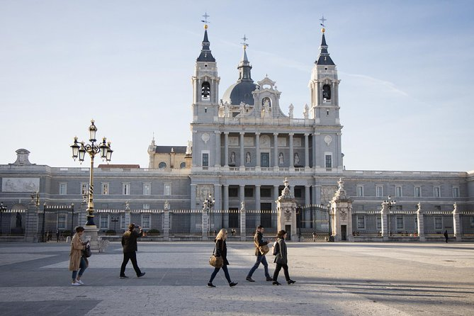 Group or Private Early Entry Royal Palace Tour with Optional City Stroll & Tapas