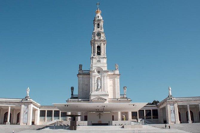 Faith and Heritage: Fátima, Batalha, Nazaré, and Óbidos Group Tour from Lisbon