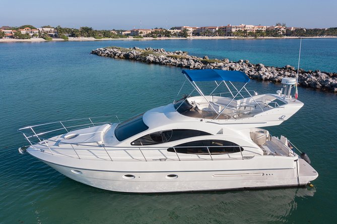 4-Hour Private 42' Azimut Yacht Tour w/ Food, Open Bar & Snorkeling