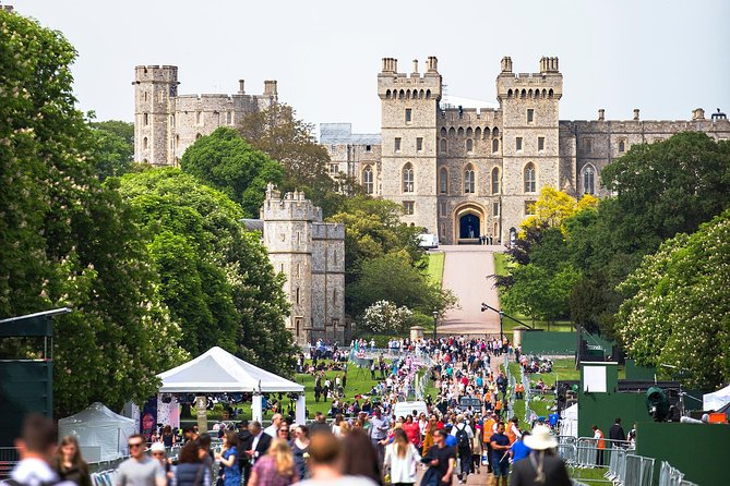 Layover Royal Windsor Private Tour from LHR for up to 3 travellers photo 1