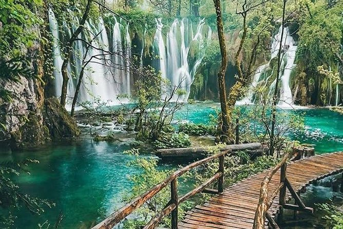 Private transfer from Zagreb to Split with Plitvice Lakes