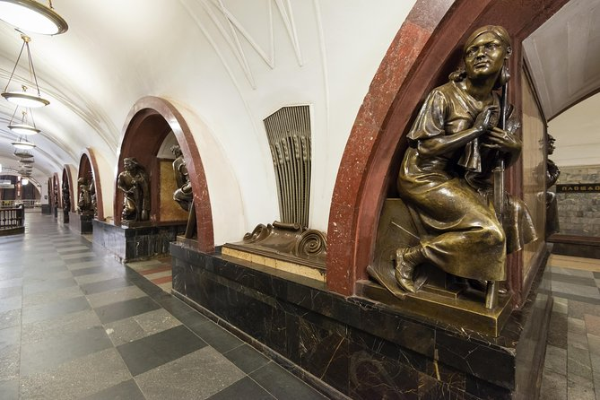 Moscow: Metro and Izmailovo Market Private Tour