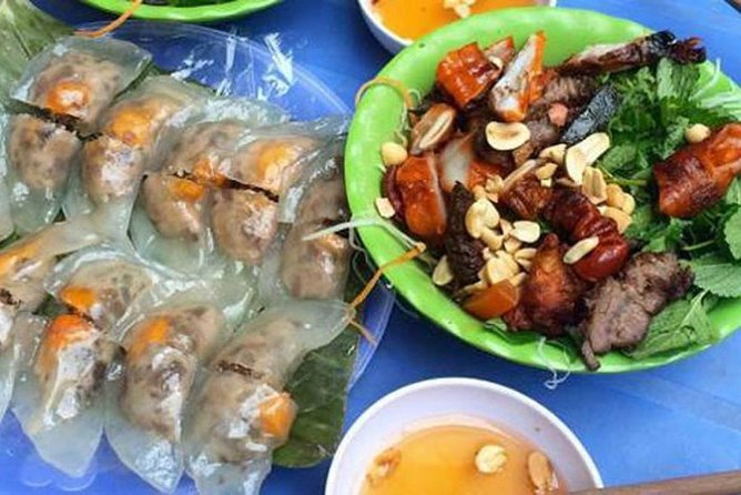 Private Tour: Hanoi walking street food tour in night