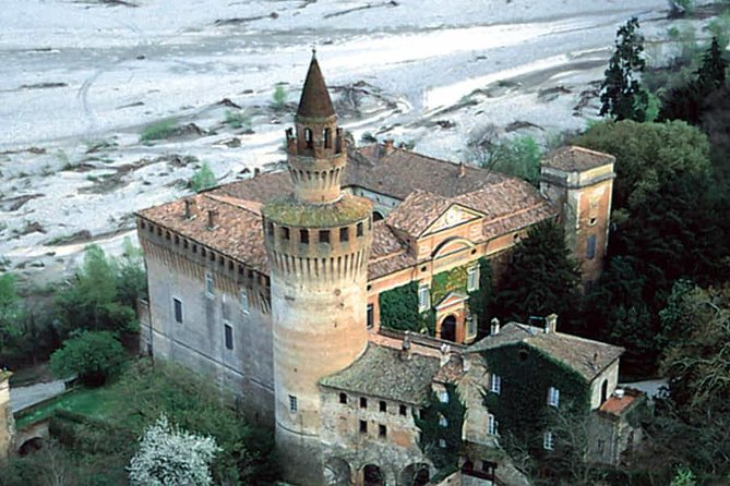 Castle guided tour & Pavia city tour
