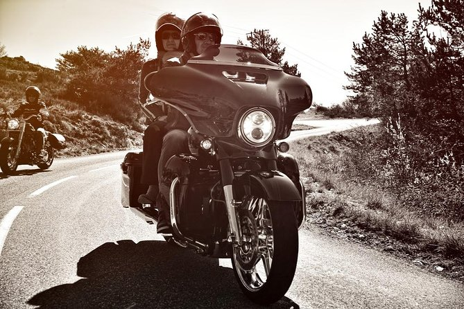 Walk on a Harley Davidson, Half day passenger duet with your guide