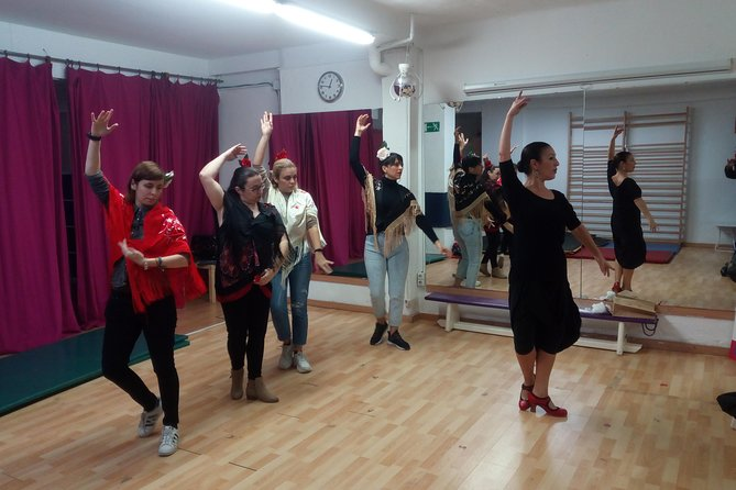 Learn Sevillanas, the traditional of Sevilla Flamenco Dance with Aperitif