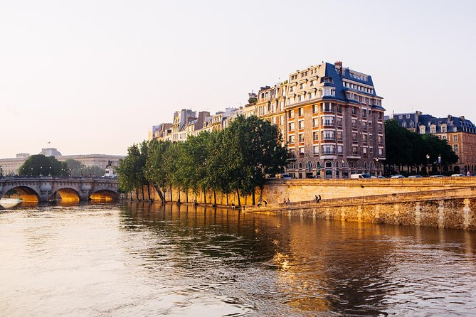 Discover Paris: 2-Hour Walking Tour of the Old Town