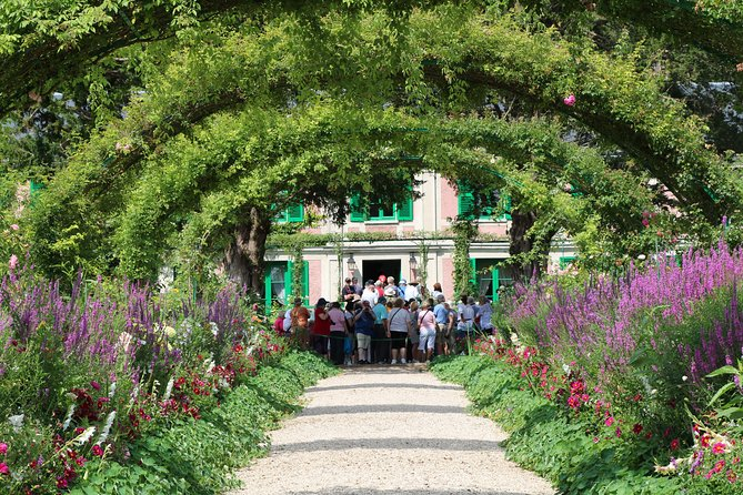 Paris to Giverny Round-Trip Shuttle & Entry Ticket To Claude Monet's Gardens