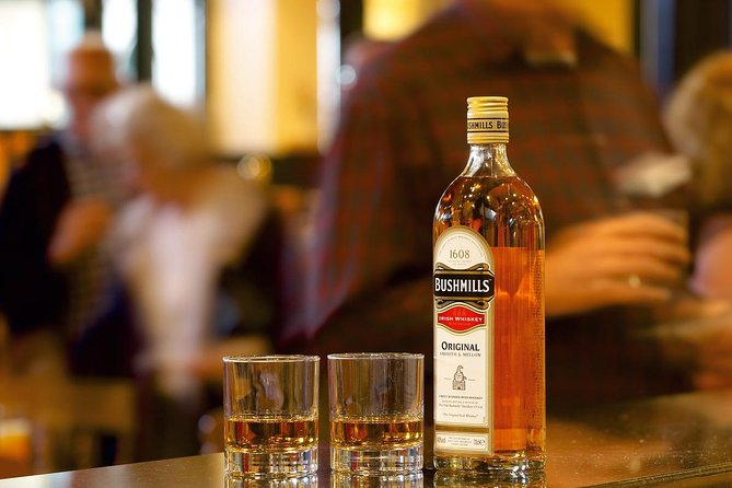 Giant's Causeway and Bushmills distillery and tasting tour from Belfast