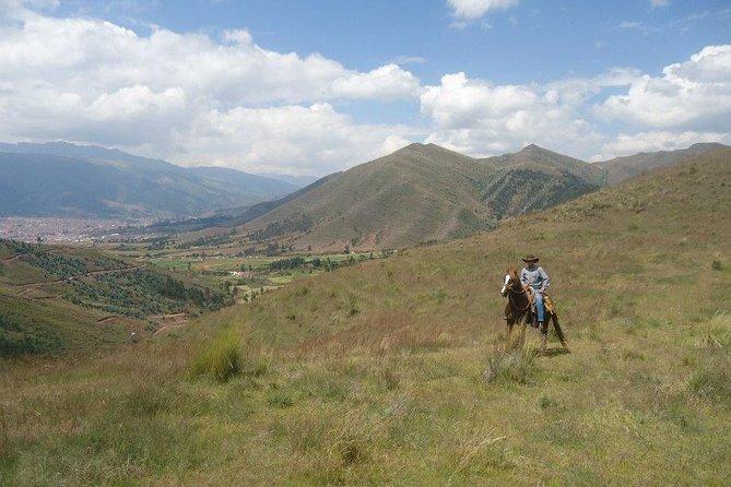 Horseback Riding in Miradores del Valle del Cusco, Perú