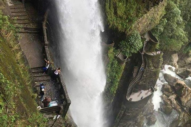 Pailon Del Diablo - Route Of The Waterfalls