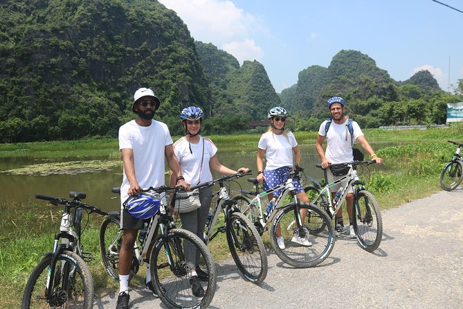 Guided Bike Tour in the Countryside of Red River Island