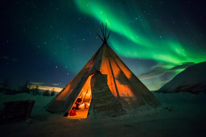 Fairytale journey in search of the northern lights with us by Luxury car