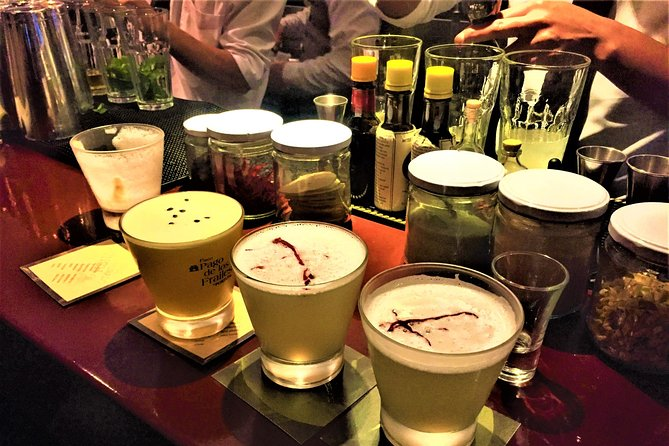 Cusco by Night: Walking tour, Pisco Sour Lesson, Dinner