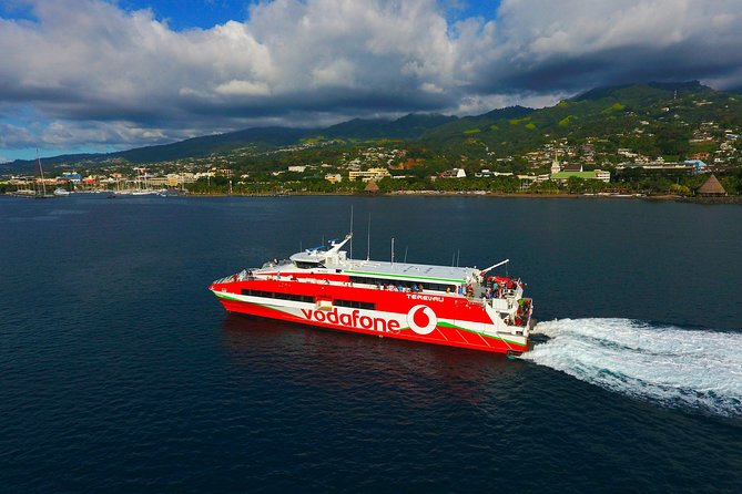 Transfers Package: Roundtrip ferry ticket & private transfers in Tahiti & Moorea
