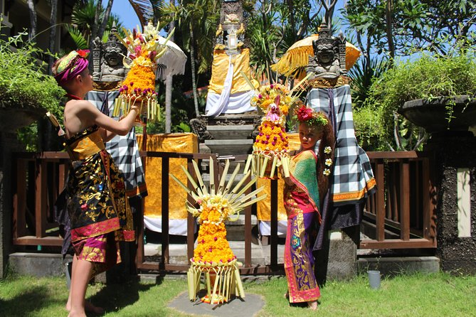 Be Balinese by Learning Making Gebogan (offering to God )