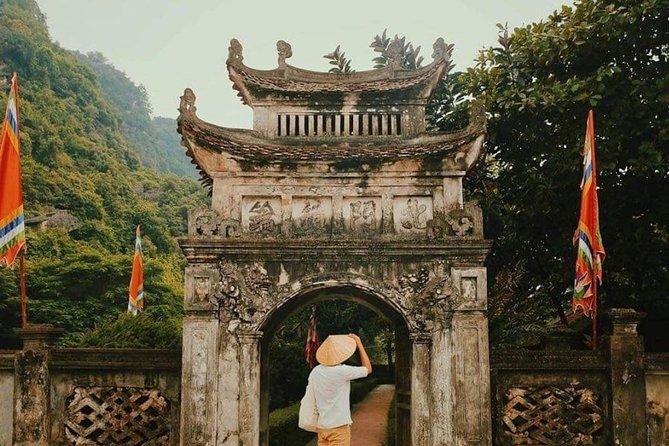 Hoa Lu- Trang An- Mua cave - Traditional Show- Small group- High quality
