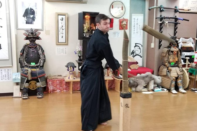 """Iai-do"" Japanese Swordsmanship with real ""Sward & Armor"" collections."