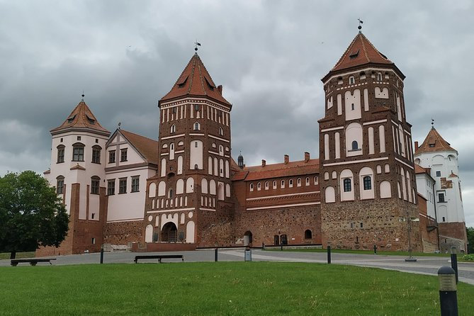 Mir Castle and Nesvizh Castle on a private tour from Minsk