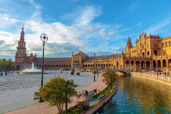 Seville by Bicycle, its history and its monuments. At the end beer or soda