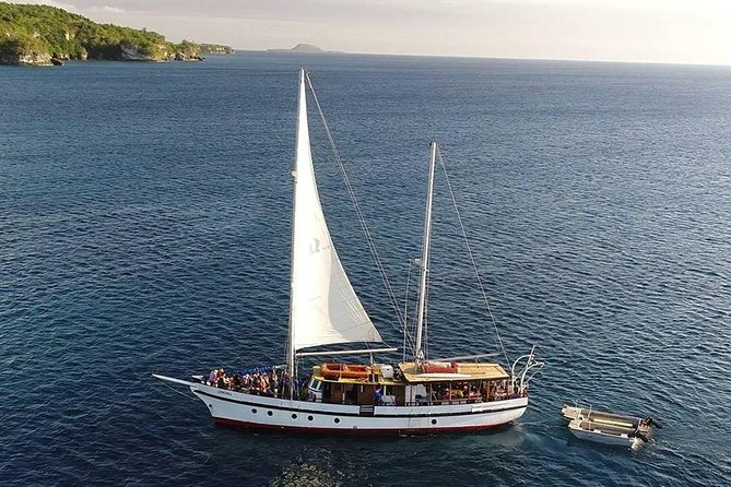 Coongoola Full Day Cruise Including Moso Island and Snorkeling in Vanuatu