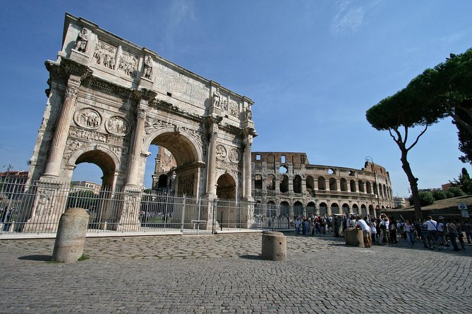 Private tour Basilica San Clemente, Roman Houses and Colosseum